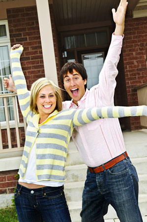 excited-couple-home-10634543